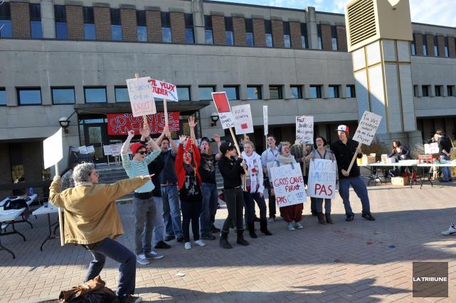 Des scénarios de grève prennent forme au Cégep de Sherbrooke et à l'Université... (Archives La Tribune)