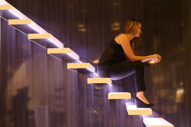 Un très bel escalier suspendu, conçu par la...