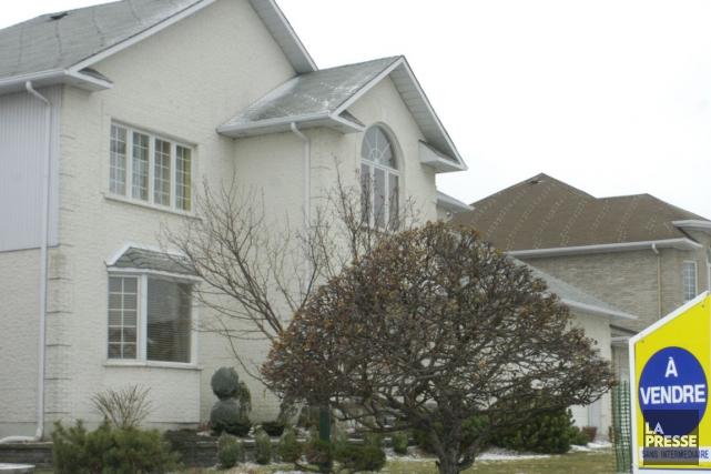 Le prix moyen réel des maisons vendues au... (PHOTO MARTIN CHAMBERLAND, ARCHIVES LA PRESSE)