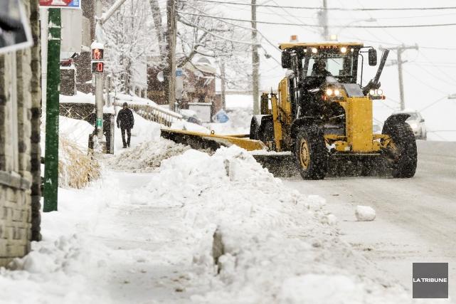 La Ville de Sherbrooke évalue qu'il faudra cinq nuits consécutives pour... (Archives La Tribune, Jocelyn Riendeau)