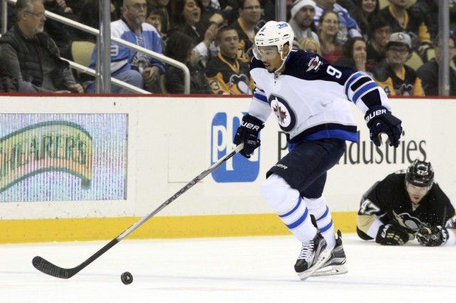 Evander Kane (9)... (PHOTO CHARLES LECLAIRE, ARCHIVES USA TODAY SPORTS)