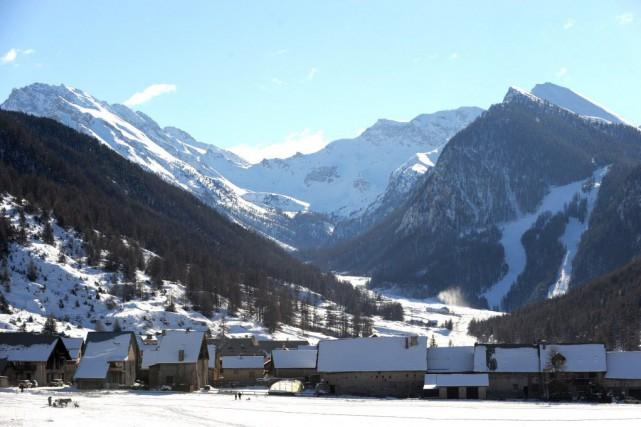 Dans les Hautes-Alpes, un peu plus au nord... (PHOTO JEAN-PERRE CLATOT, AFP)