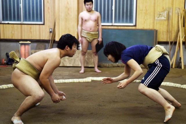 Anna Fujita , 21 ans, a commencé le... (PHOTO TOSHIFUMI KITAMURA, AFP)