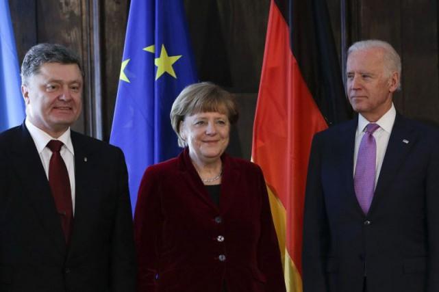 Mme Merkel a rencontré en marge de la... (Photo Matthias Schrader, AP)