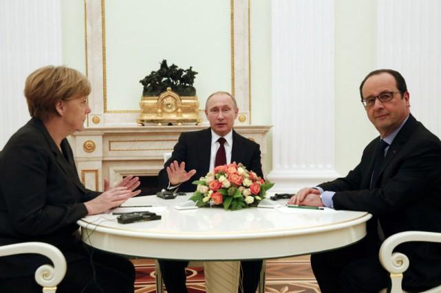 La chancelière allemande Angela Merkel et le président... (Photo Maxim Zmeyev, Reuters)