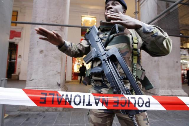 Les militaires agressés à Nice assuraient la sécurité... (PHOTO ÉRIC GAILLARD, ARCHIVES REUTERS)