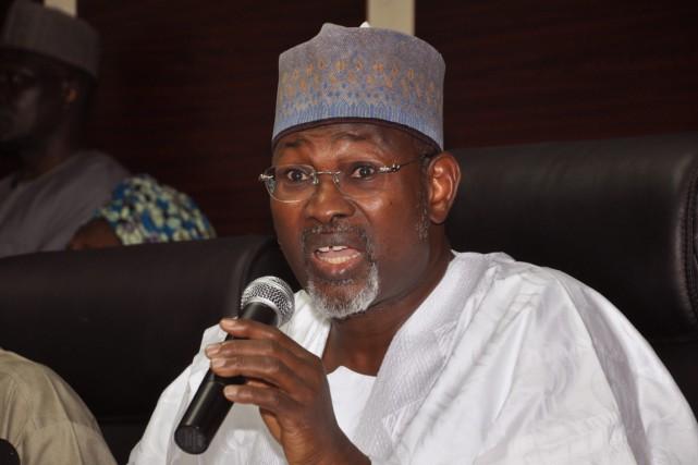 Le président de la commission électorale nigériane, Attahiru... (Photo Olamikan Gbemiga, AP)