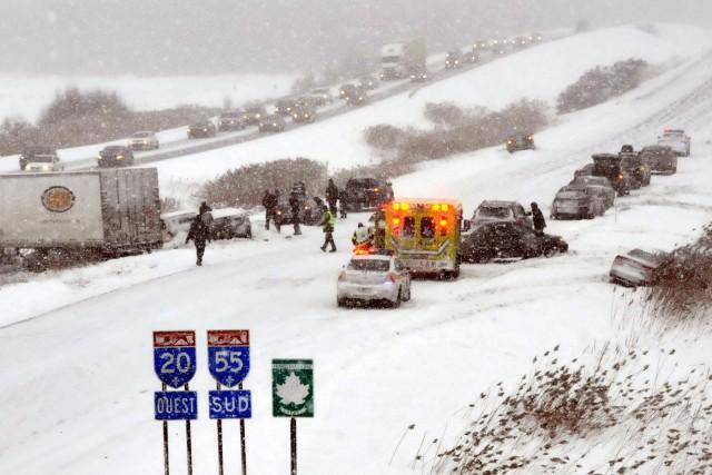 La glace noire, la neige et le vent ont provoqué des sorties de route par... (Collaboration spéciale, Éric Beaupré)