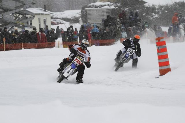 Filant à vivre allure, les motos ont volé... (photo Julie Catudal)