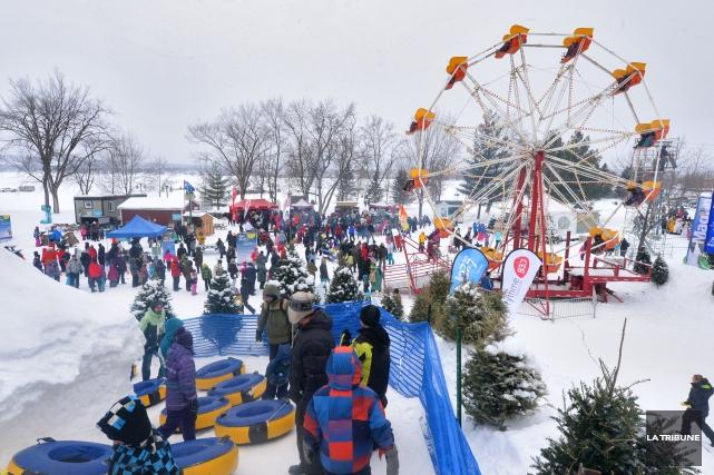 La pointe Merry fourmillait en fin de semaine de gens en habit de neige, joues... (Imacom, Maxime Picard)