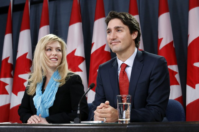 Eve Adams et le chef du PLC, Justin... (PHOTO CHRIS WATTIE, REUTERS)