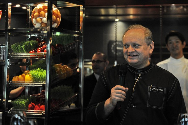 Joël Robuchon... (Photo Simin WANG, AFP)