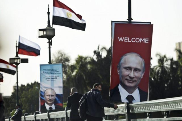 Il s'agit de la première visite de Vladimir... (PHOTO MOHAMED EL-SHAHED, AFP)