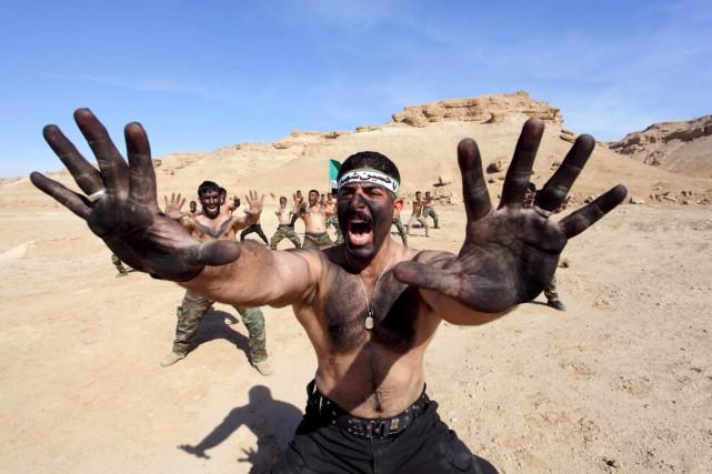 Des combattants chiites qui ont rejoint les rangs... (PHOTO ALAA AL-MARJANI, REUTERS)