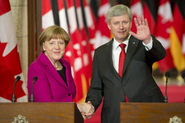 Angela Merkel a rencontré Stephen Harper, lundi à... (PHOTO ADRIAN WYLD, PC)