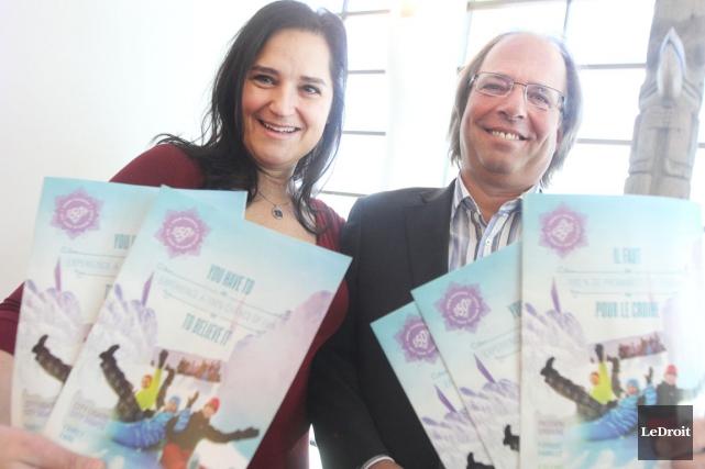 La présidente de Tourisme Outaouais, Manuela Texeira, accompagnée... (Étienne Ranger, archives LeDroit)