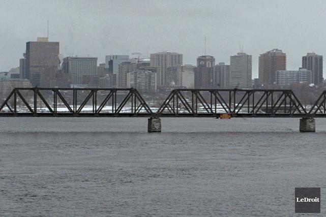 Le pont Prince-de-Galles a été acheté au CN... (Archives LeDroit)