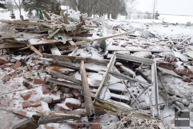 Une maison ancestrale a été complètement détruite par... (Photo: Sylvain Mayer, Le Nouvelliste)