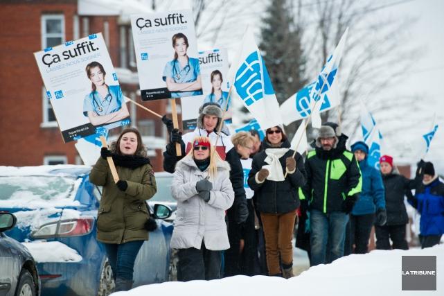 Une trentaine de travailleuses de la santé ont profité de l'heure du lunch,... (Imacom, Jessica Garneau)