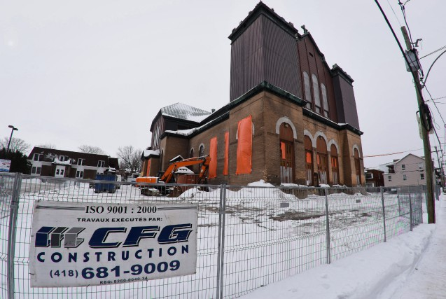 La démolition de la structure de l'église Saint-Philippe... (photo: François Gervais)