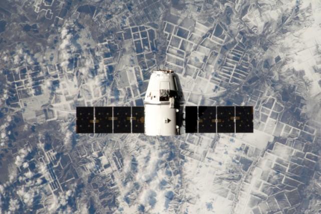 La capsule non-habitée Dragon de la société américaine SpaceX lancée en janvier... (Photo: NASA)