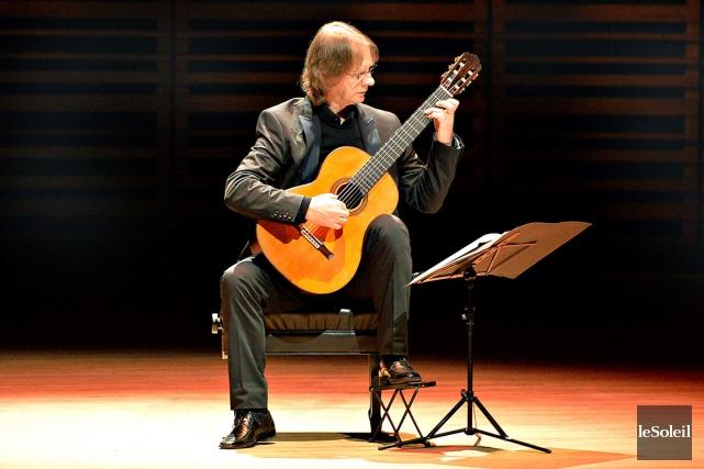 Avec David Russell, la musique semble toujours passer... (Photo Le Soleil, Pascal Ratthé)