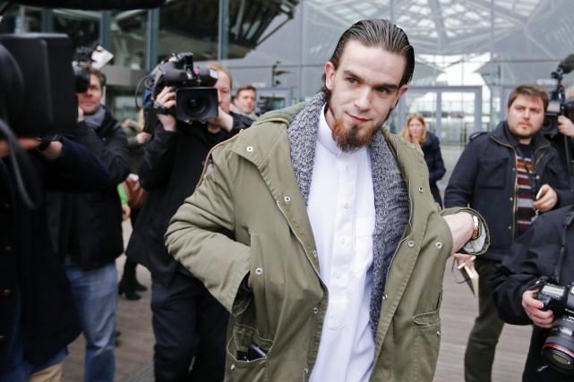 Michael Delefortrie quitte le tribunal d'Anvers après avoir... (PHOTO  DIRK WAEM, AFP/BELGA)