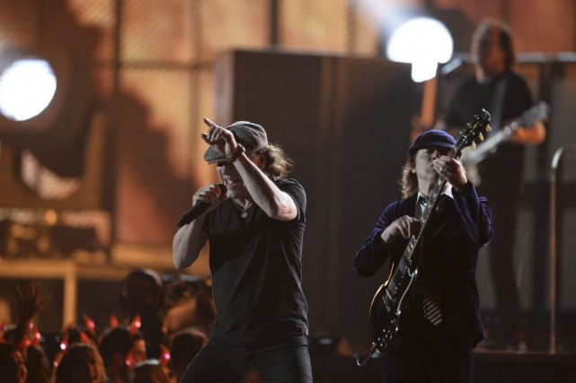 AC/DC en spectacle à la 57e remise des... (PHOTO ROBYN BECK, AFP)