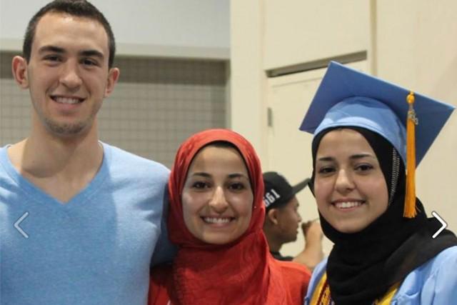 De gauche à droite: Deah Shaddy Barakat, 23... (PHOTO TIRÉE DE FACEBOOK)