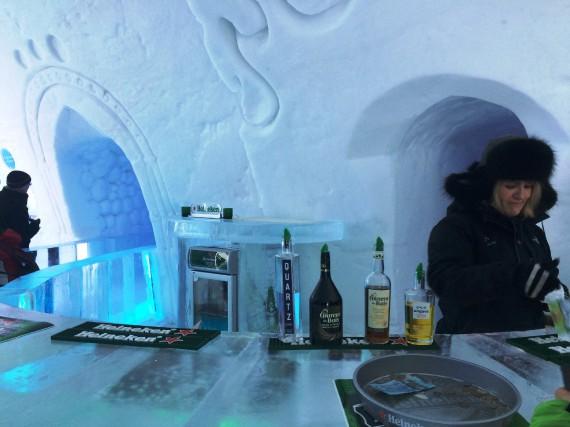 L'Hôtel de glace de Québec, avec son bar... (La Nouvelle, Jonathan Custeau)