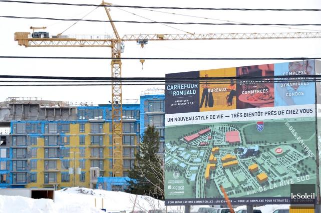 La construction du Carrefour Saint-Romuald fait partie des... (Le Soleil, Yan Doublet)