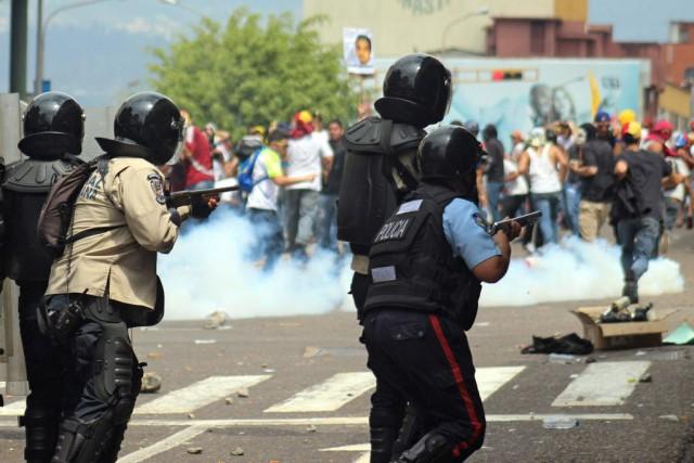 Une mer de manifestants a inondé les rues... (Photo GEORGE CASTELLANO, AFP)