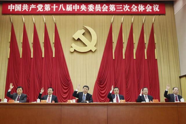 Le président Xi Jinping (au centre) mène une... (PHOTO LAN HONGGUANG, AP)