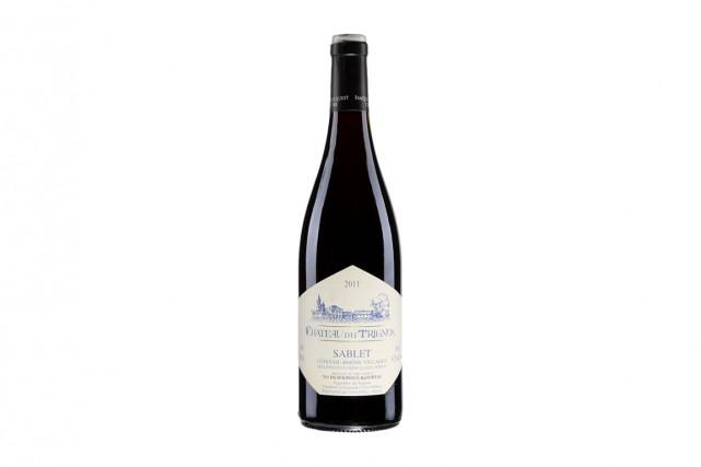 Beau vin rouge de la vallée du Rhône, passablement coloré quoique sans rien... (PHOTO FOURNIE PAR LA SAQ)