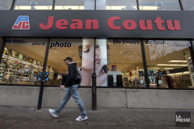 L'action de Jean Coutu a glissé de près... (PHOTO ROBERT SKINNER, ARCHIVES LA PRESSE)