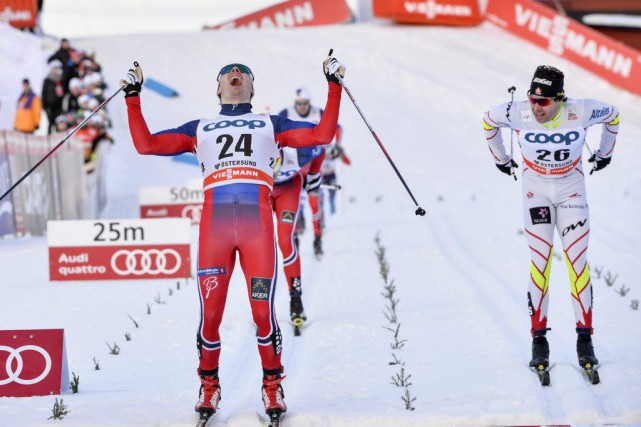 Alex Harvey, à droite, a terminé deuxième derrière... (Photo Henrik Montgomery, AP)
