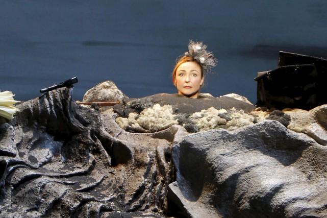 Dans Oh les beaux jours,Catherine Frot doit jouer... (PHOTO PASCAL VICTOR, FOURNIE PAR LE TNM)