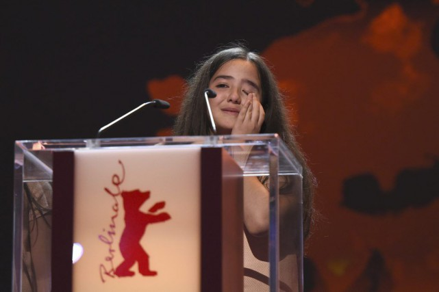 La nièce du réalisateur Jafar Panahi a versé... (PHOTO TOBIAS SCHWARZ, REUTERS)