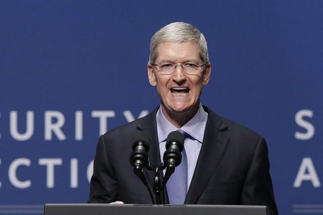 Tim Cook, directeur général d'Apple... (Photo AFP, Jeff Chiu)