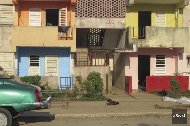 Beaucoup d'édifices et de maisons sont construits en... (Photo Le Soleil, Mylène Moisan)