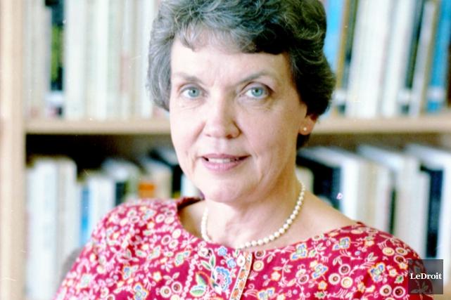 L'écrivaine, critique littéraireet professeure Gabrielle Poulin... (Archives, LeDroit)