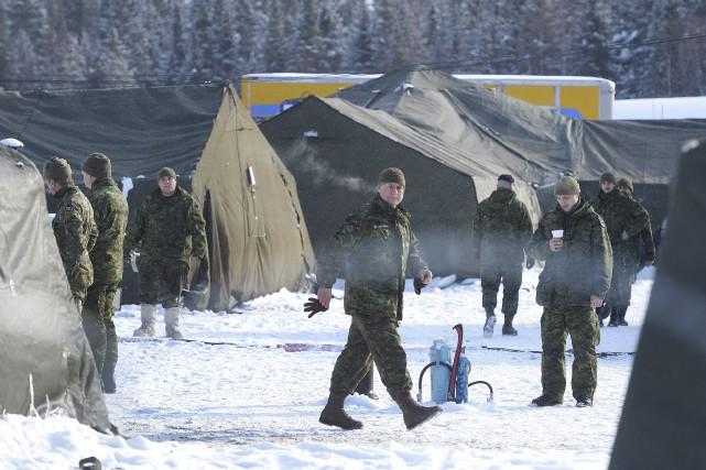 Les entraînements s'enchaînent sur la base militaire de... (Photo Le Soleil, Jean-Marie Villeneuve)