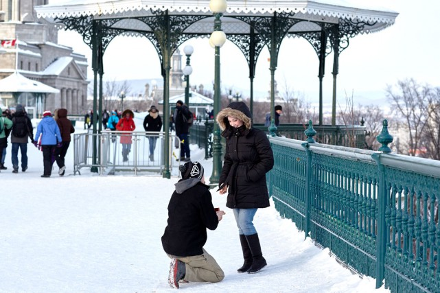 Samedi, l'Ontarien Mike Stoeck a surpris sa conjointe... (Photo Collaboration spéciale Simon-Charles Couture-Labelle)