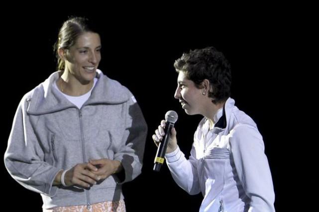 Carla Suarez Navarro (à droite) a annoncé qu'une... (PHOTO DIRK WAEM, AFP)