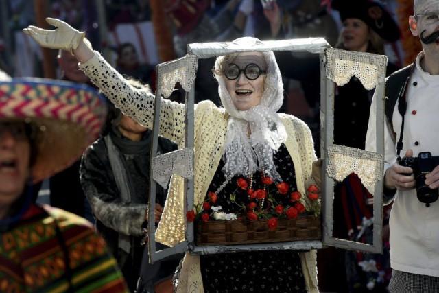Le défilé du carnaval de Braunschweig est le... (PHOTO PATRIK STOLLARZ, AFP)