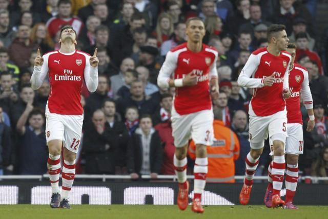 Olivier Giroud (à gauche) a inscrit un doublé... (PHOTO IAN KINGTON, AFP)