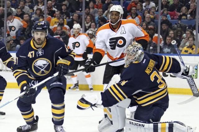 Michael Raffl et Matt Read ont marqué pour mener les Flyers de Philadelphie à... (Photo: AP)