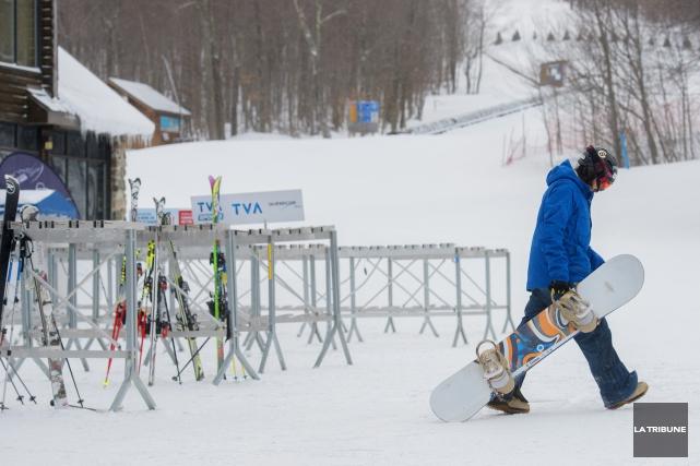 Les vents violents et le froids forcent la fermeture de la station de ski du... (Archives La Tribune, Frédéric Côté)