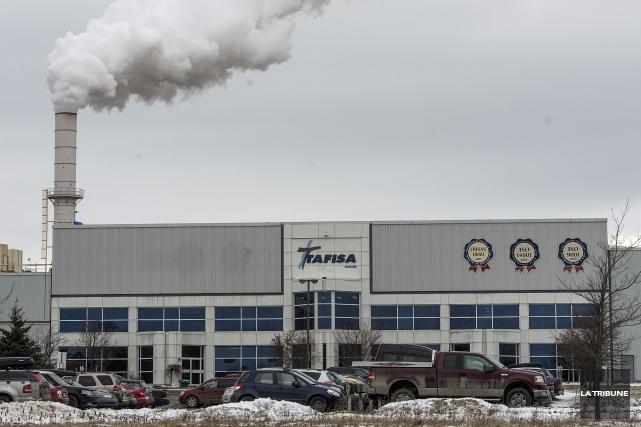 Un travailleur de l'usine Tafisa à Lac-Mégantic a été grièvement blessé tôt... (Archives La Tribune)