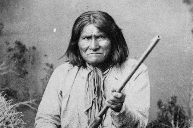 Geronimo, en 1887.... (Photo: archives AP)